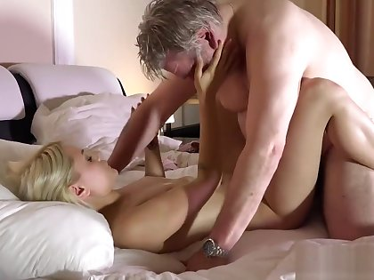 Cur� has great sex with his younger girlfriend in the morning