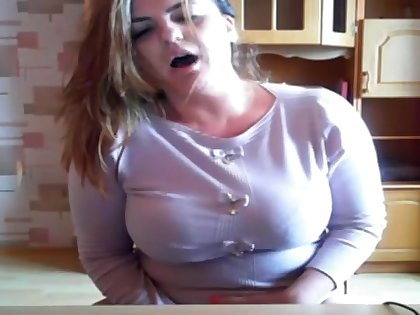 Busty Mommy Plays With Vibrator In Hot Cam Show