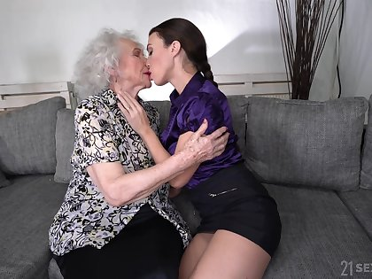 Young lesbian Tiffany Doll is skunk pussy of sympathetic expecting granny